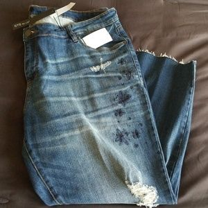 Jeans, ripped and frayed hem